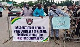 retired police officers protest